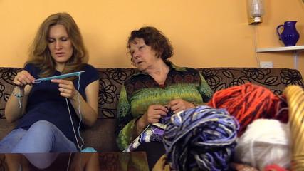 granny check granddaughter  knit progress, share experiences