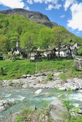 das traditionelle Tessiner Dorf Foroglio im Bavonatal