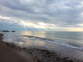 Рассвет над морем в пасмурную погоду в Турции, Белек