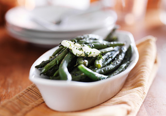 green beans in butter herb sauce