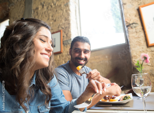 Couple having lunch - 72210719