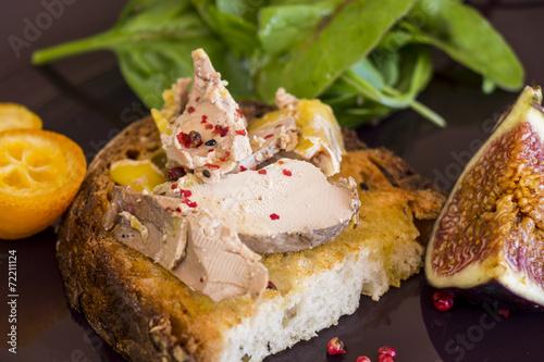 Papiers peints Entree, salade Gourmet French foie gras open sandwich