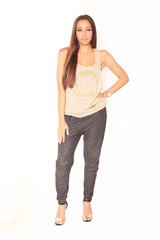 junge Frau mit Designershirt