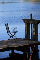 chaise au bord du lac