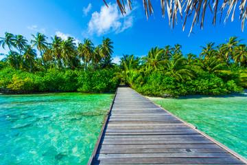 Rest in Paradise - Malediven - Holzsteg von der Insel ins Meer