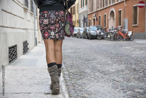 dziewczyna idzie