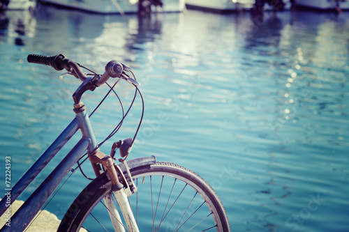 Deurstickers Fiets vintage bicycle by the sea in Alghero