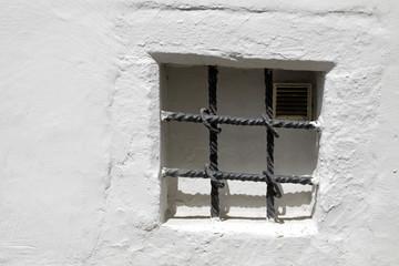 Vergitterte Fensternische