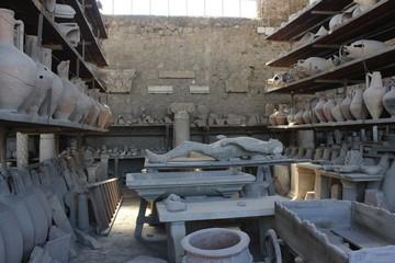 <pompei roman amphoras and petrified body