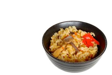 家庭のきのこご飯に紅ショウガ