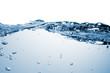 transparentes Wasser vor weissem Hintergrund.