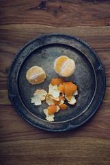Geschälte Mandarine auf Schale