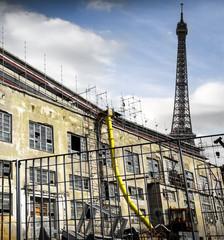 vista della Tour da una fabbrica abbandonata