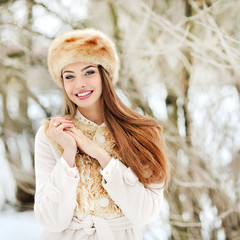 Young woman outdoor portrat in winter