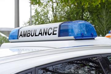 Blaulicht Dachaufsatz eines Notarzt Wagen Ambulance