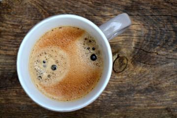 koffie mok op  bruin oud hout