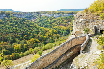 gorge mariam-dere and wall of chufut-kale town