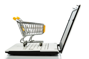 Einkaufswagen und Laptop