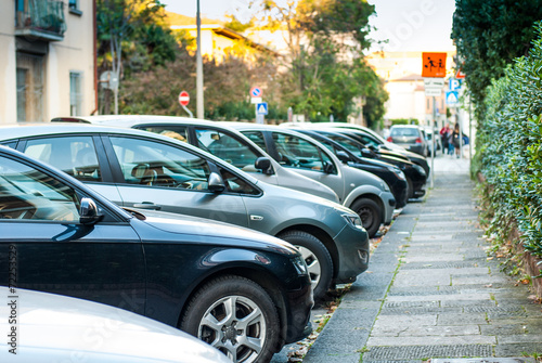 Leinwanddruck Bild Posteggio auto, parcheggio, automobili parcheggiate