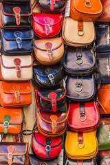 Handtaschen in einem Laden