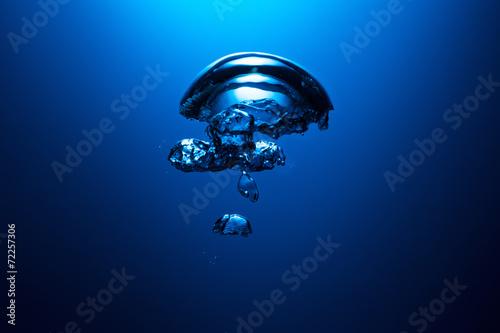 luftblase unter wasser © rcfotostock