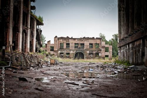 Leinwanddruck Bild War devastation fear , scenery, wet, dirty, home town
