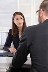 Professionelles Beratungsgespräch: Kunde und Berater