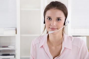 Mitarbeiterin im Telefon Support