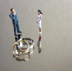 Couple présentant ses vœux de mariage
