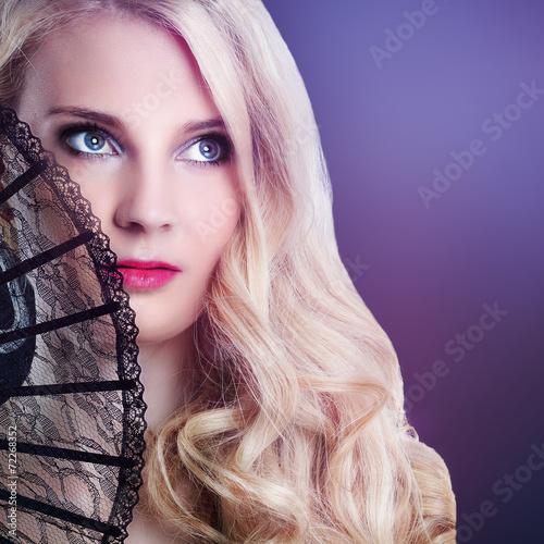 canvas print picture wunderschöne blonde Frau mit Fächer