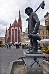 Häckerbrunnen auf dem Marktplatz