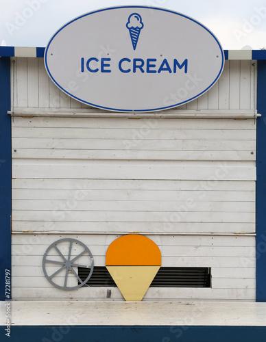 Ice cream shop - 72281797