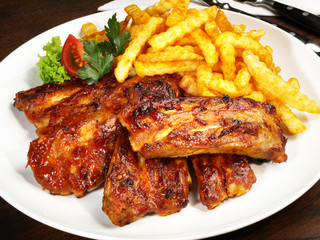 Spare Ribs mit Pommes Frites