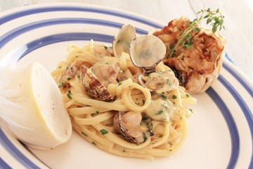 clam linguine plated meal