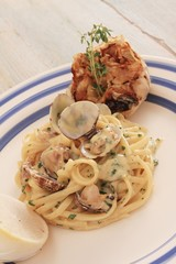 clam linguine spaghetti plated meal