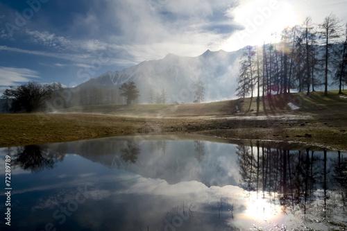 canvas print picture Herbst Landschaft mit Nebel, See, Bäumen und Bergen