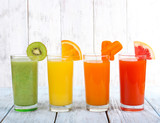 Fototapeta Fruit and vegetable juice in glasses and pieces of fresh fruits