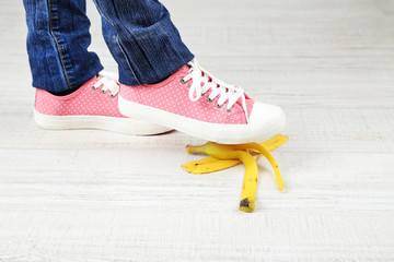 Shoe to slip on banana peel and have an accident