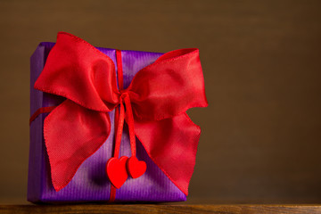 gift red bow two hearts