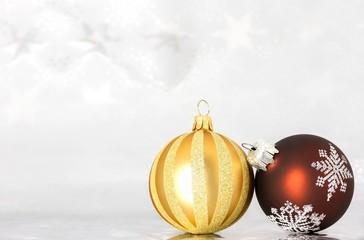 Weihnachtskugeln in gold-braun-Ton