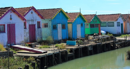 Cabanes au bord de l eau