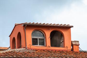 Altana, Loggetta, loggiato sopra il tetto