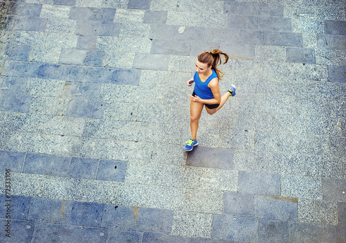 Young woman running in city center - 72333106