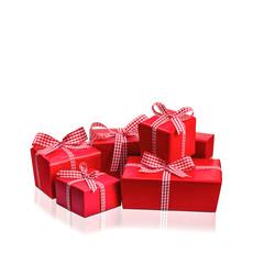 Weihnachtsgeschenke vor weißem Hintergrund
