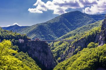 Tal und Brücke