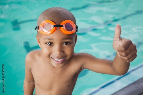 Cute little boy giving thumbs up at the pool - 72353510