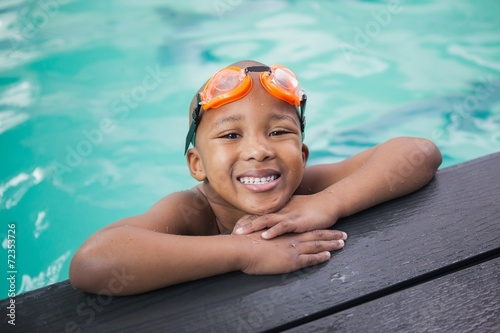 Little boy smiling in the pool - 72353726
