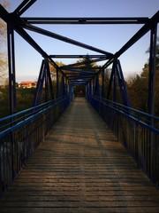 Brückenarchitektur aus Holz und Eisen bei Wolfratshausen