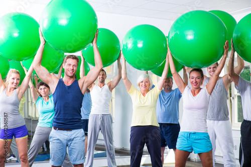canvas print picture sportgruppe beim trainieren