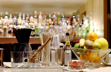 COUNTER BAR WITH BARMAN TOOLS AND FRUITS